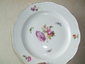 Photo of one of the stolen porcelain dinner plates