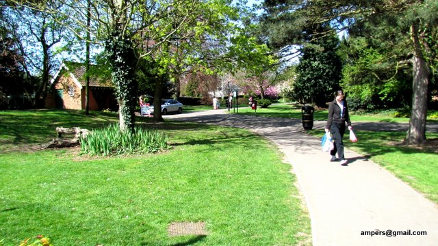 Our last article on open spaces in Finchley N3 is Victoria Park.